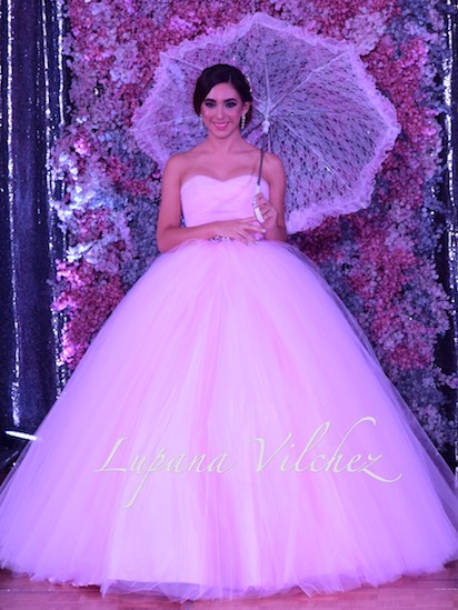 c7fb4ffbd Este hermoso Vestido lo puedes Encontrar en